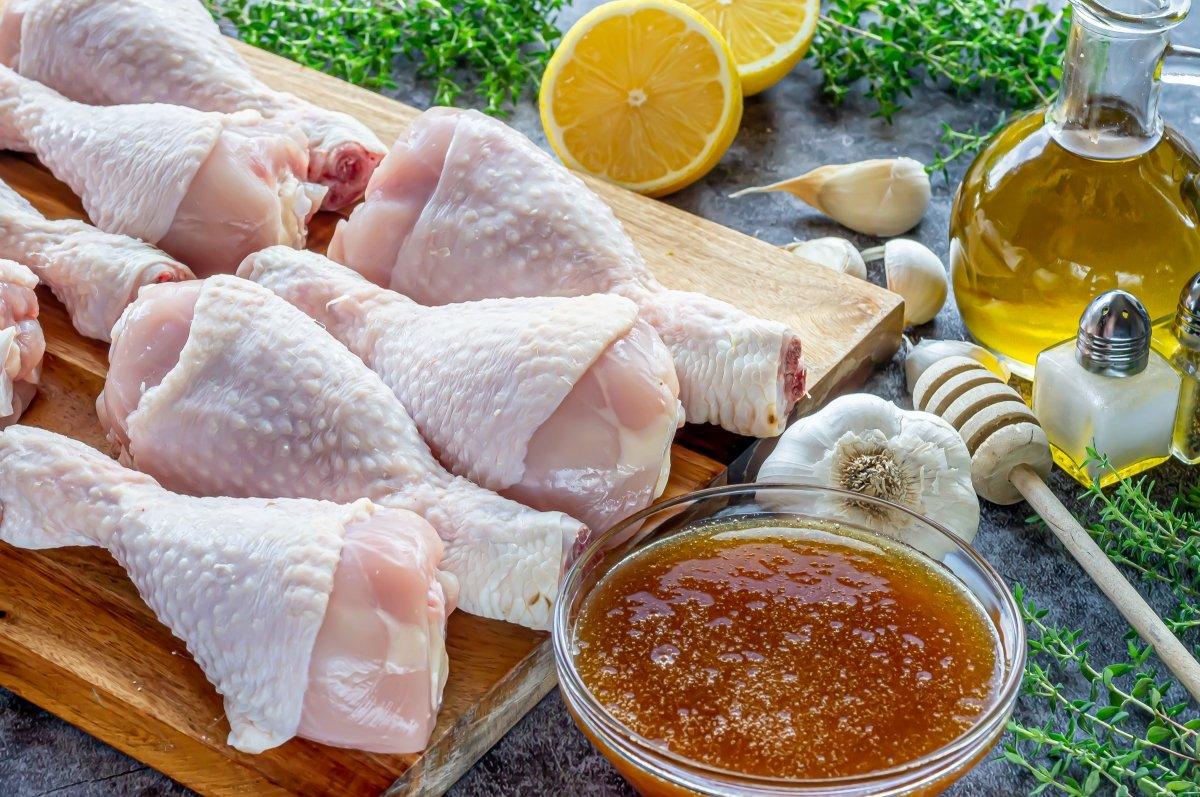 Ingredientes para hacer muslos de pollo a la miel