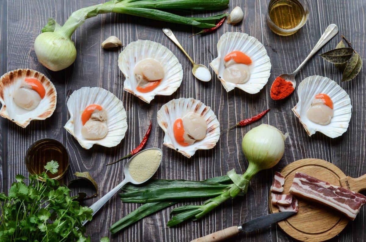 Ingredientes para hacer vieiras a la gallega
