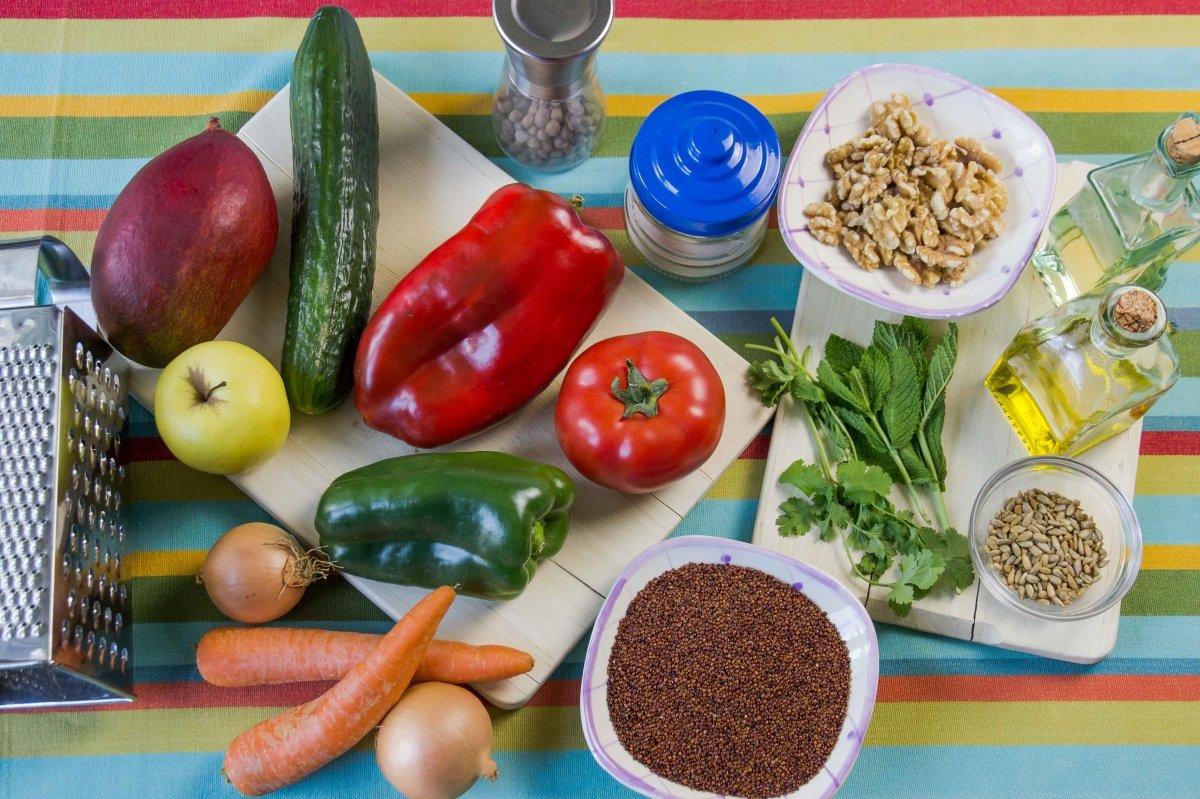 Ingredientes para la ensalada fresca de quinoa