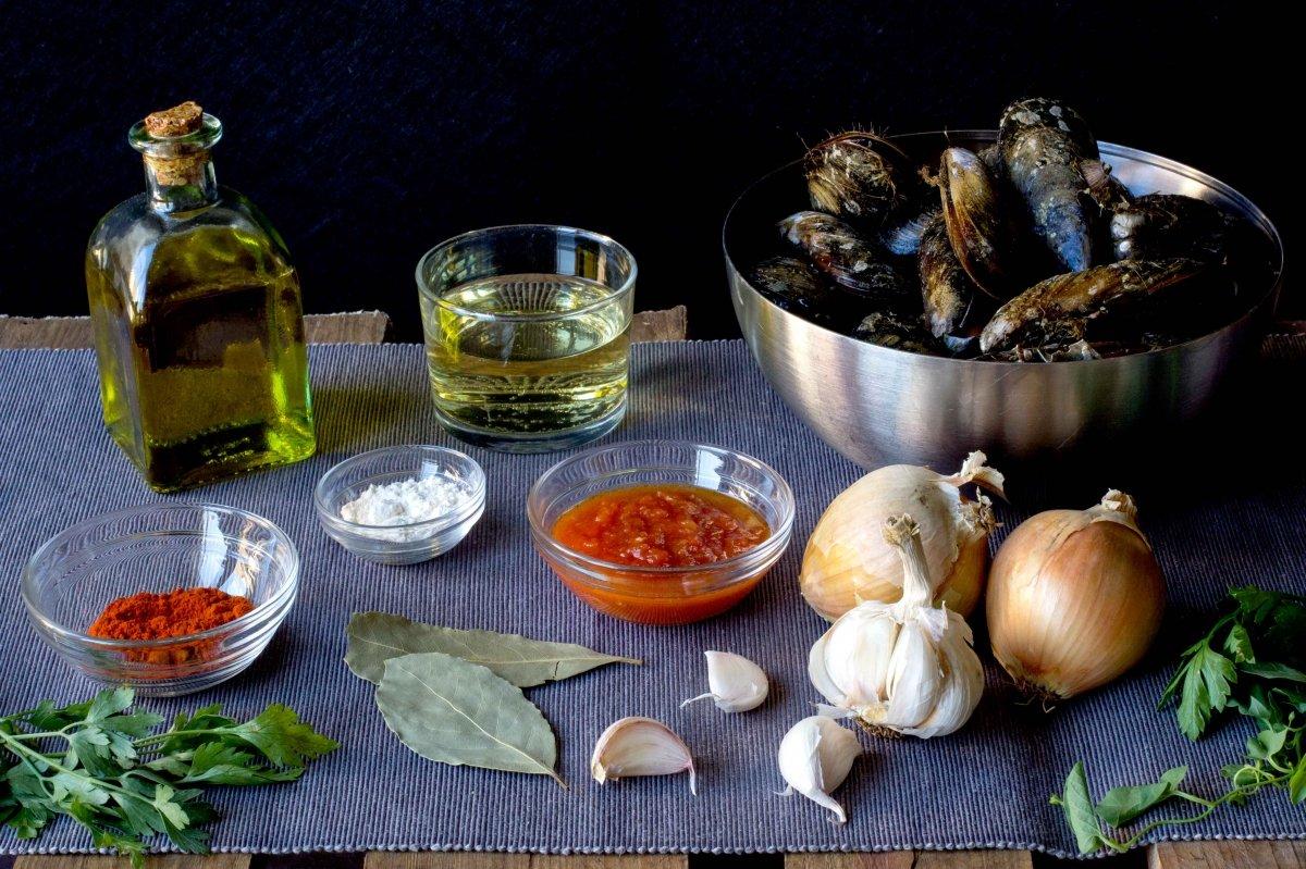Ingredientes para la receta de mejillones a la marinera
