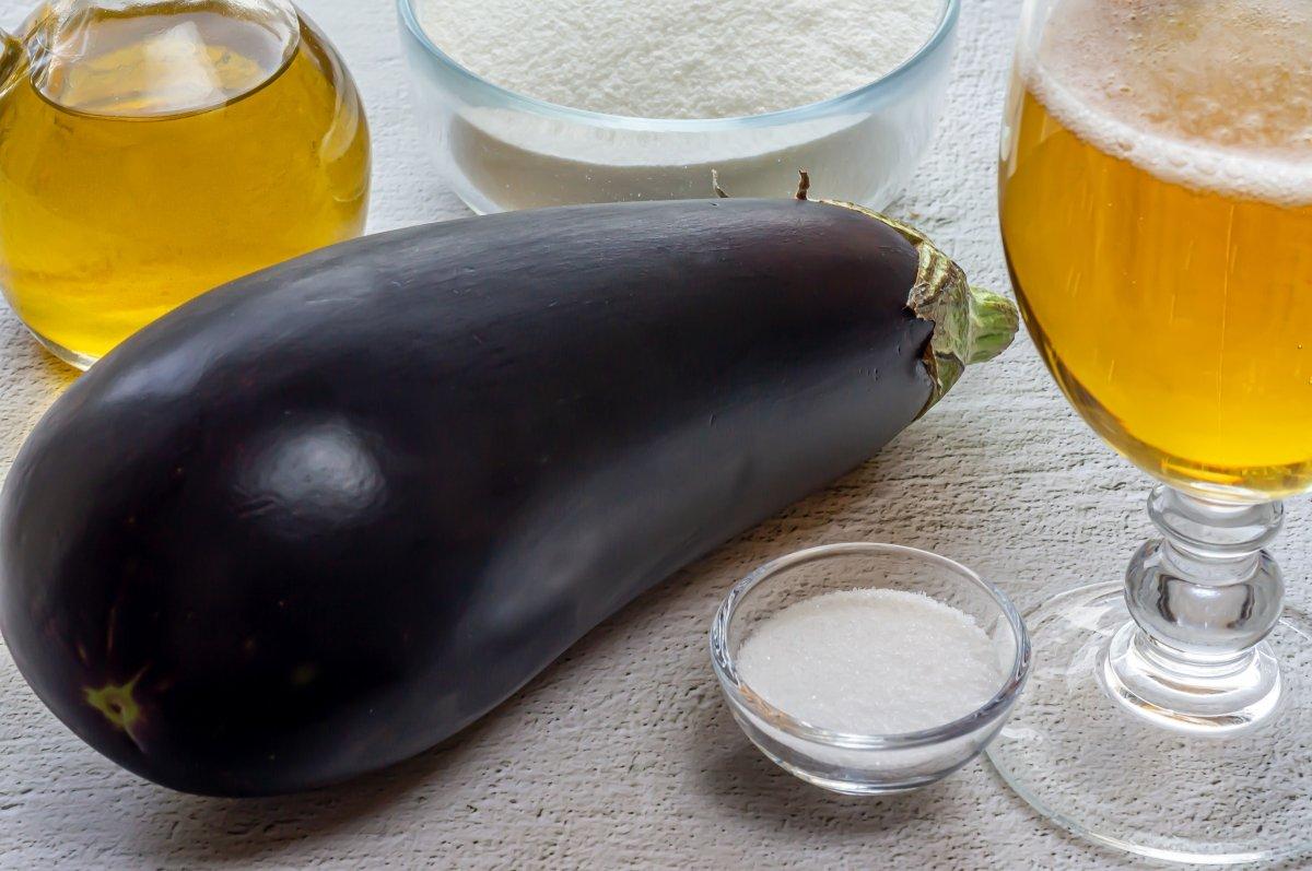 Ingredientes para las berenjenas rebozadas crujientes
