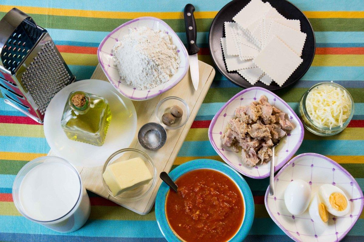 Ingredientes para los canelones de bonito y huevo cocido