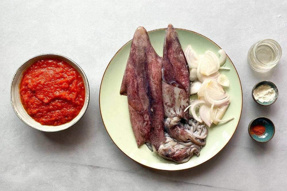 Ingredientes para preparar calamares en salsa americana