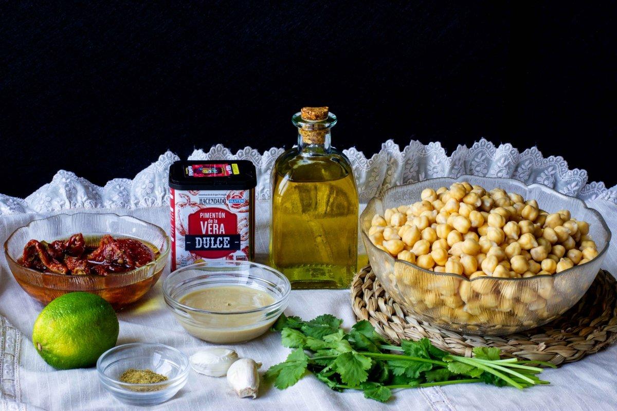 Ingredientes para preparar el hummus de tomate seco