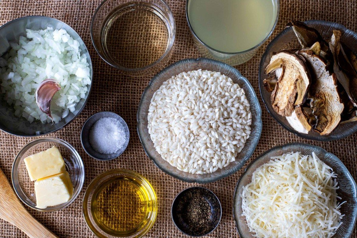 Ingredientes para preparar el risotto de boletus