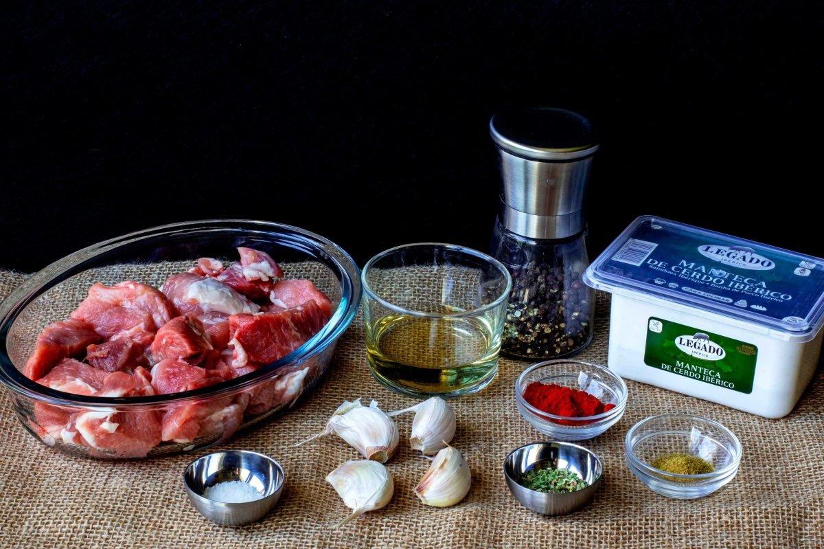 Ingredientes para preparar la manteca colorá con zurrapa