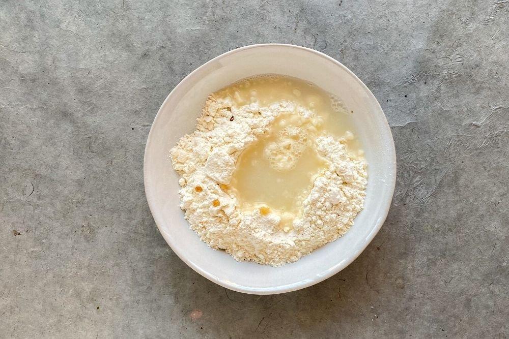 Ingredientes para preparar la masa de las gyozas