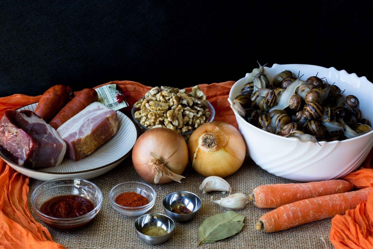 Ingredientes para preparar los caracoles a la montañesa