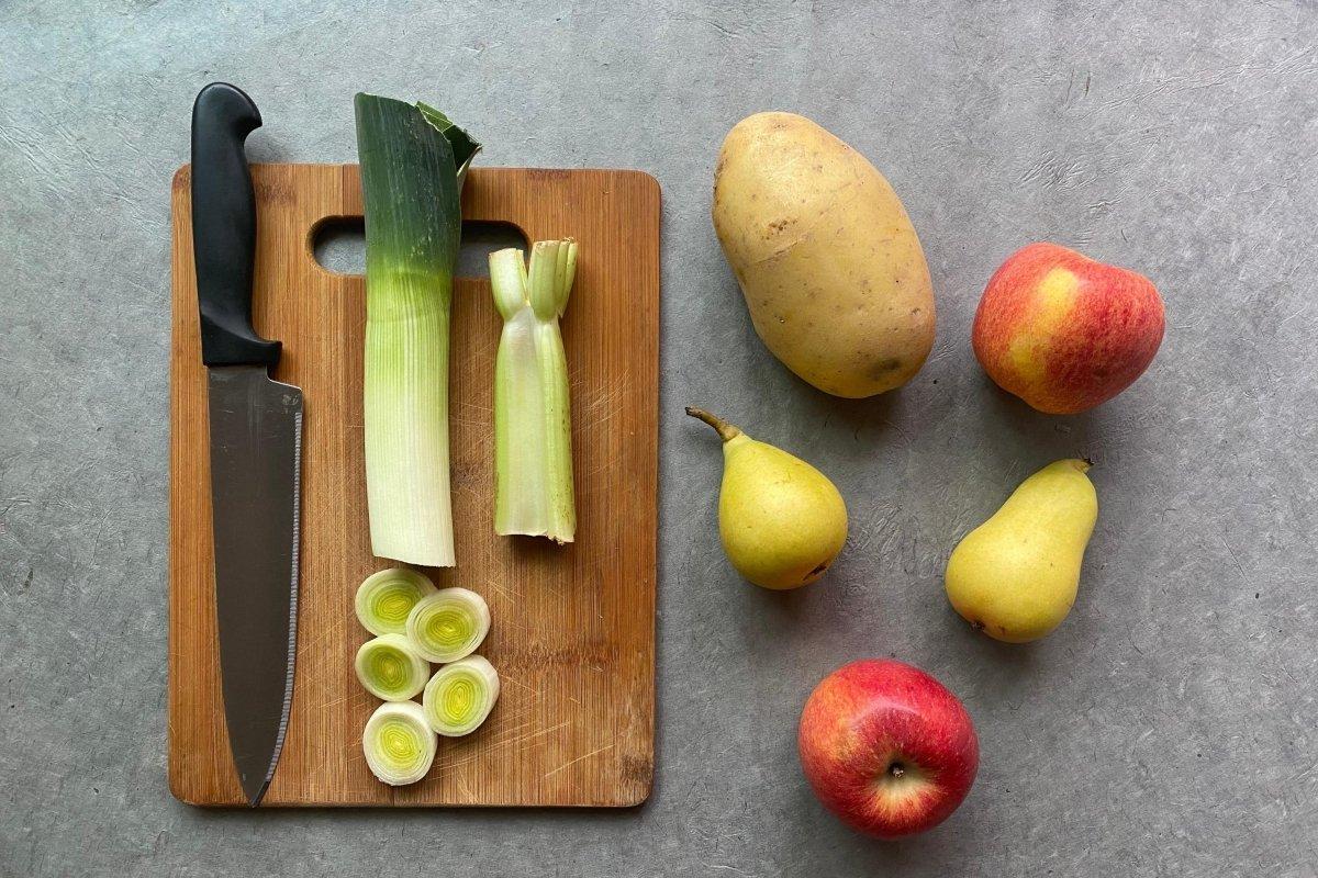 Ingredientes para preparar vichyssoise de manzana, pera y apio
