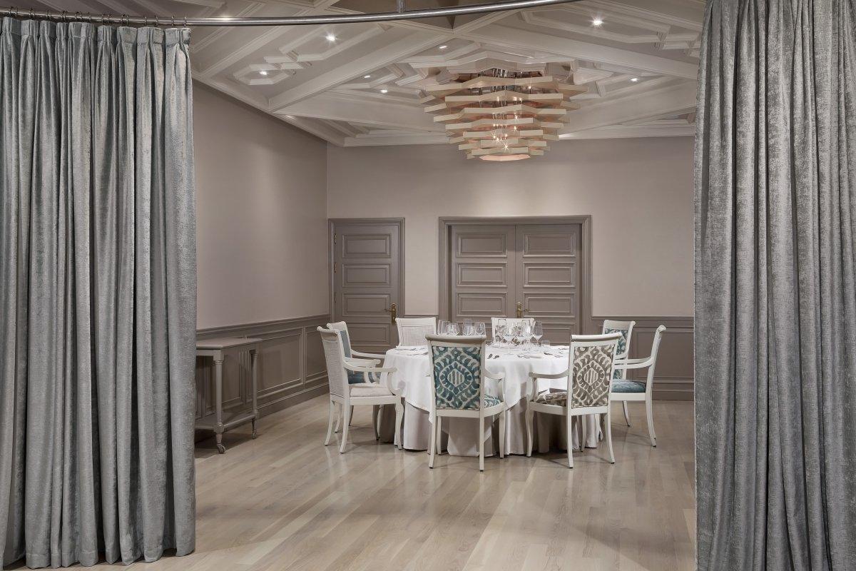 Interior del restaurante Alevante del chef del mar Ángel León