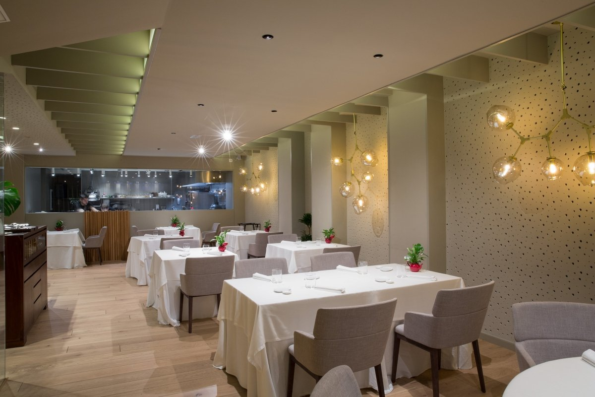 Interior del restaurante Ikaro