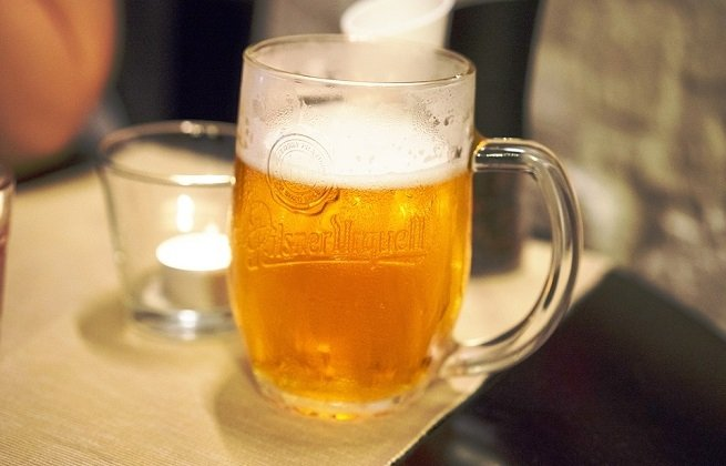 Jarra de cerveza Pilsner Urquell
