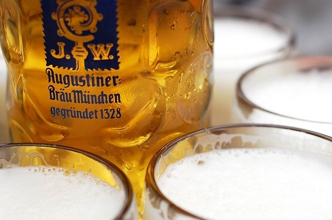 Jarras de Augustiner Oktoberfest Bier