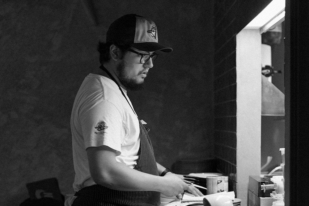 José Gloria en una de sus cocinas