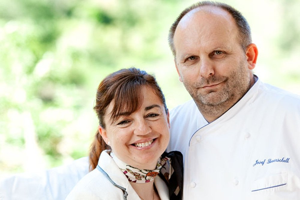 Josef Sauerschell y Leonor Payeras en el restaurante