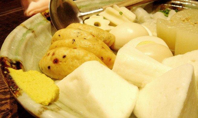 Karashi con un plato de oden
