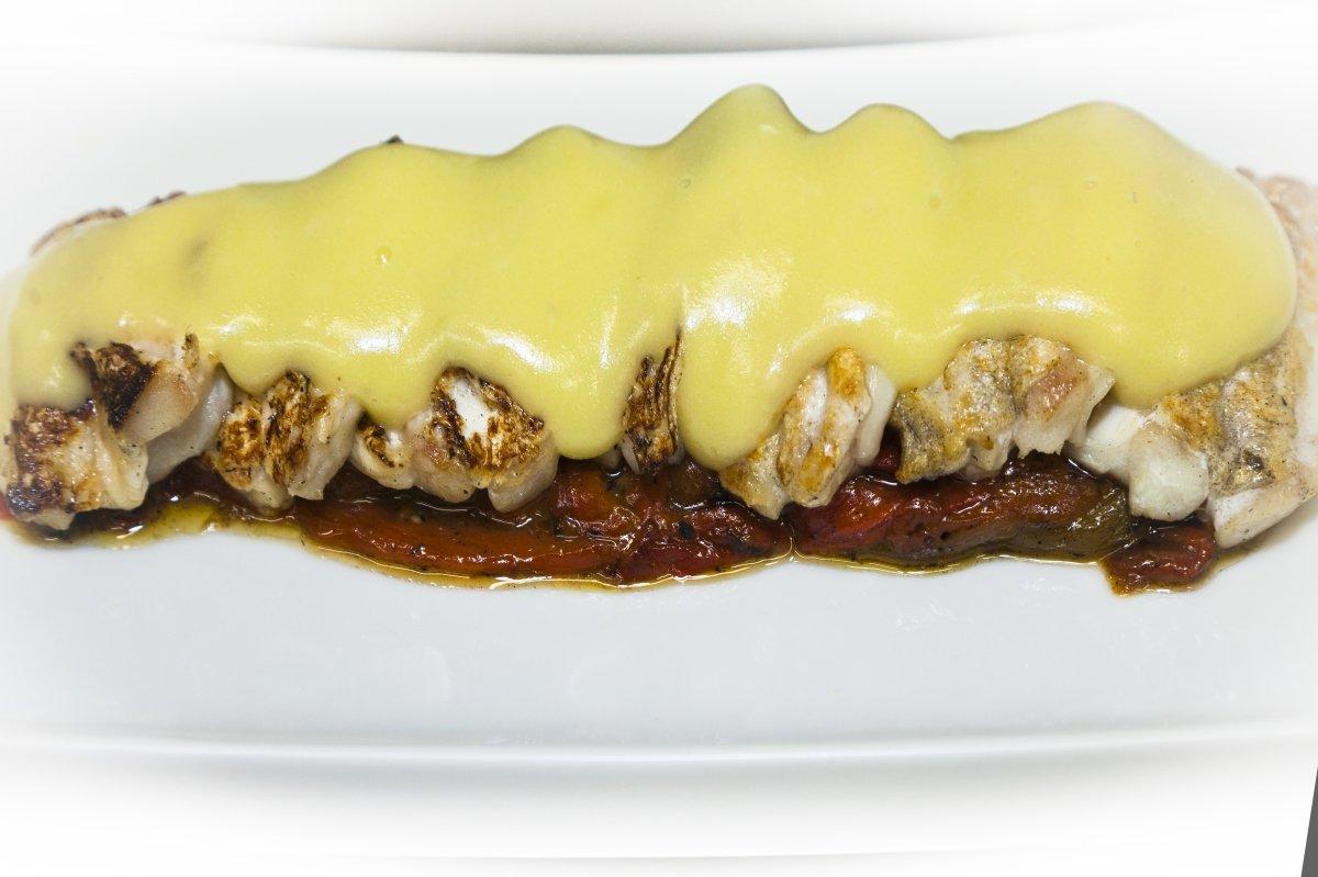 Kokotxas de bacalao al pil-pil con pimientos asados del restaurante Zarate
