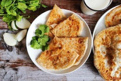 Aloo paratha (pan indio relleno de patata)