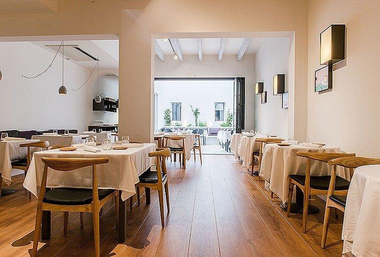 La sala del restaurante Mon