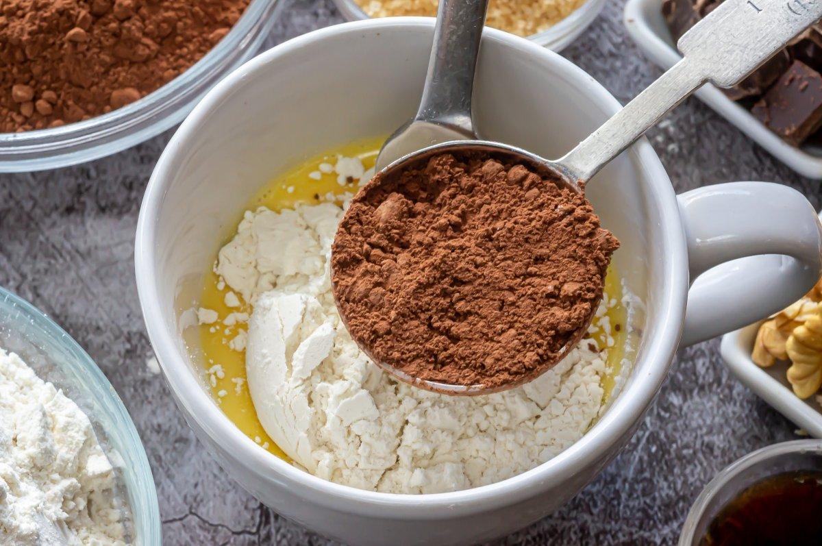 Las cucharadas de chocolate en polvo