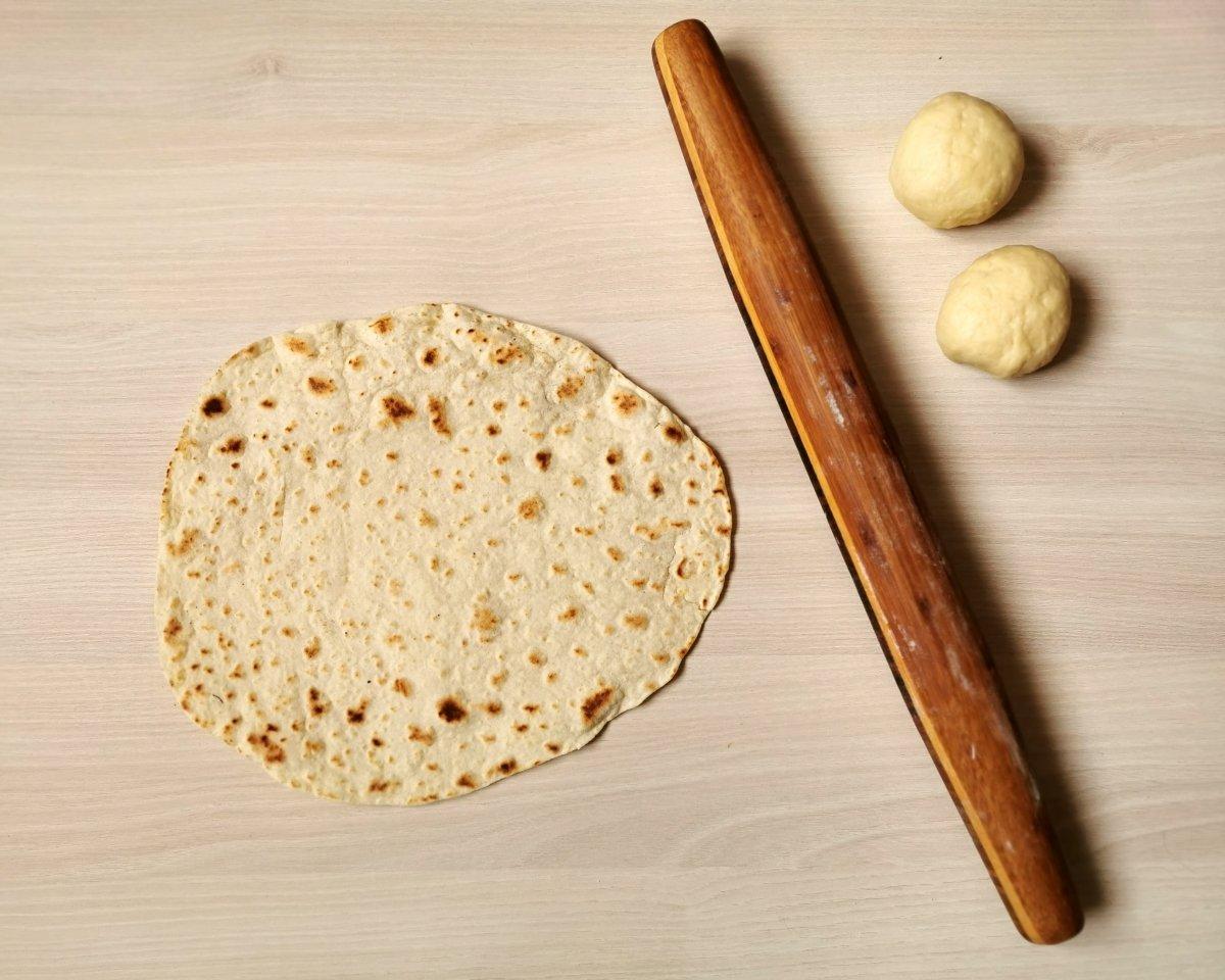 Las pintitas neras son la señal de que el pan está hecho.