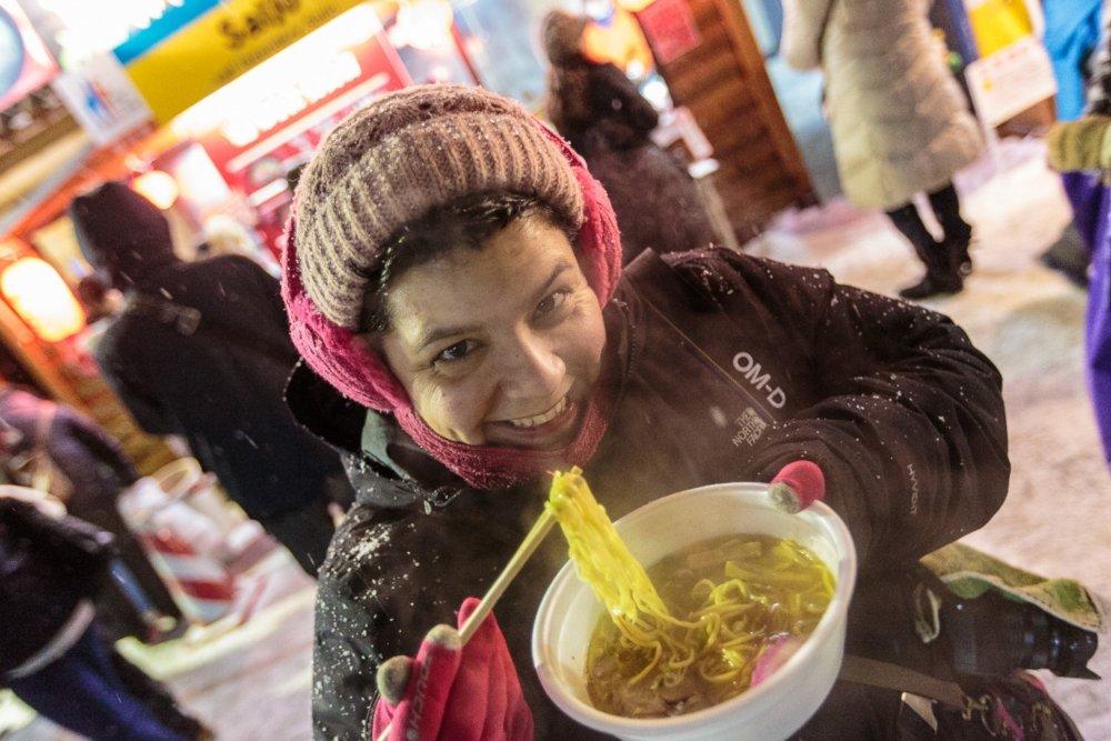Laura Tomàs disfruta de un Miso Ramen en Sapporo