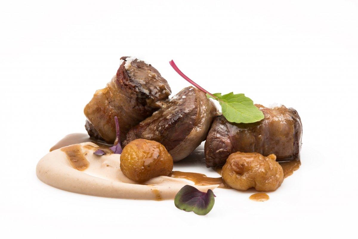 Lomillos de corzo con castaña caramelizada de La Fábrica Restaurante
