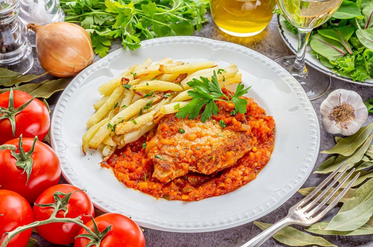 Lomo en salsa de tomate