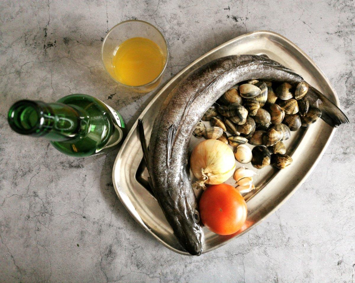 Los ingredientes de la merluza a la sidra