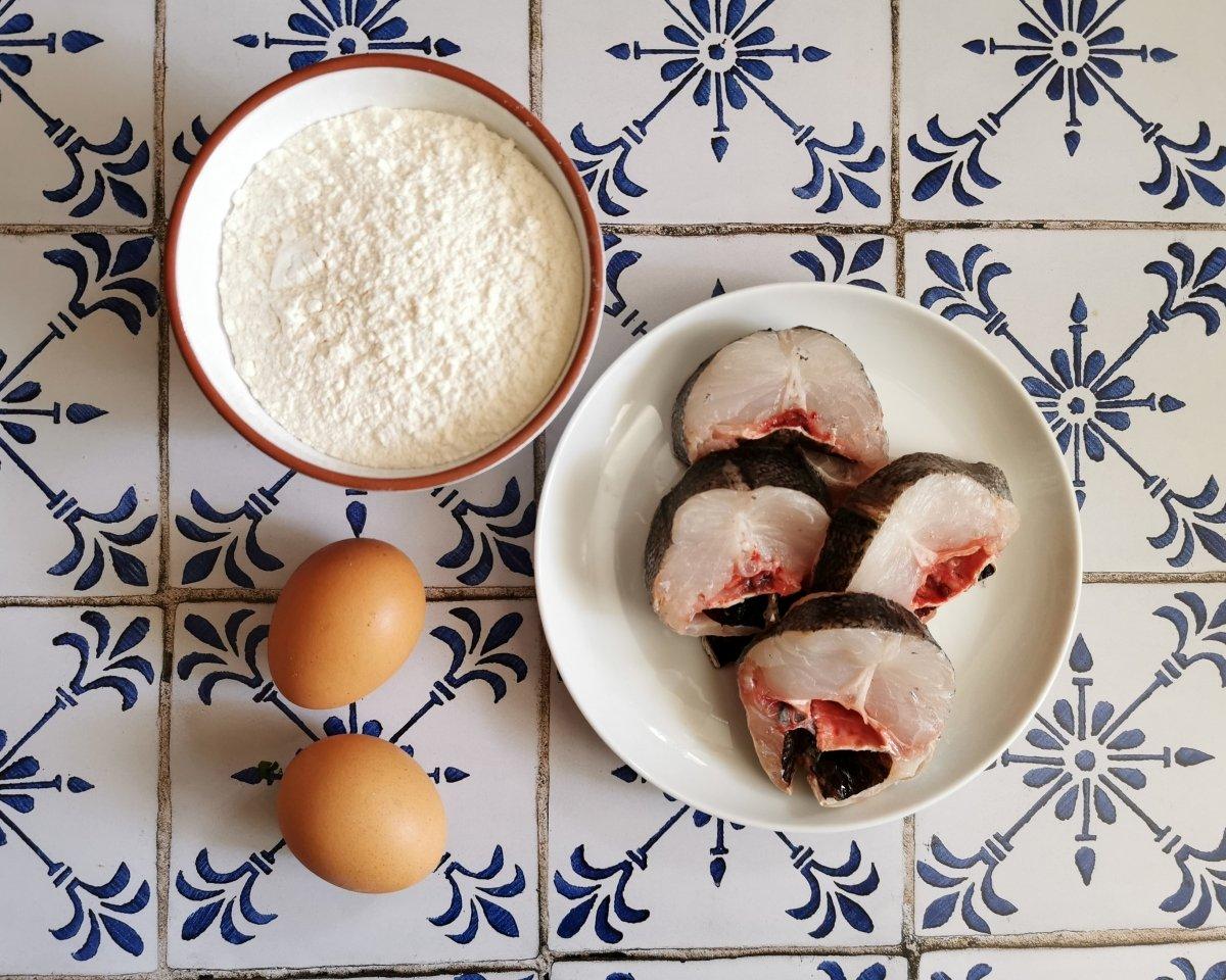 Los ingredientes de la merluza rebozada