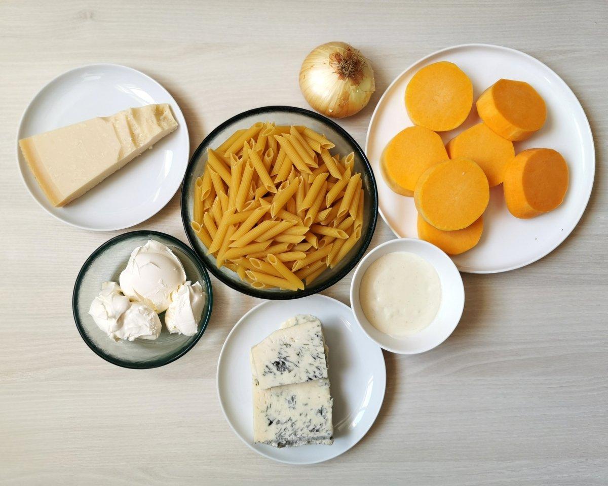 Los ingredientes de las penne rigate al horno con calabaza y gorgonzola