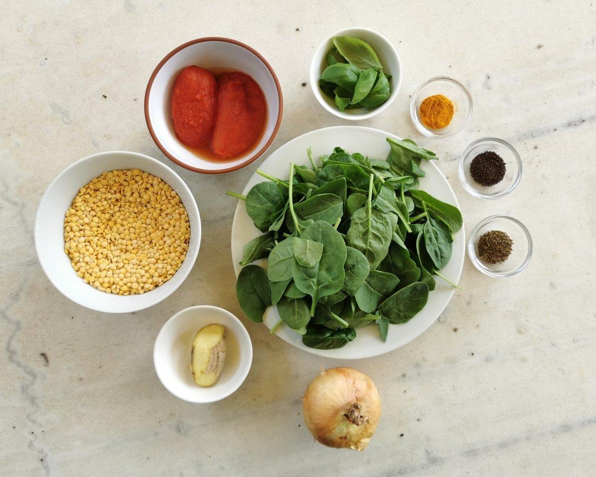 Los ingredientes del dal con espinacas
