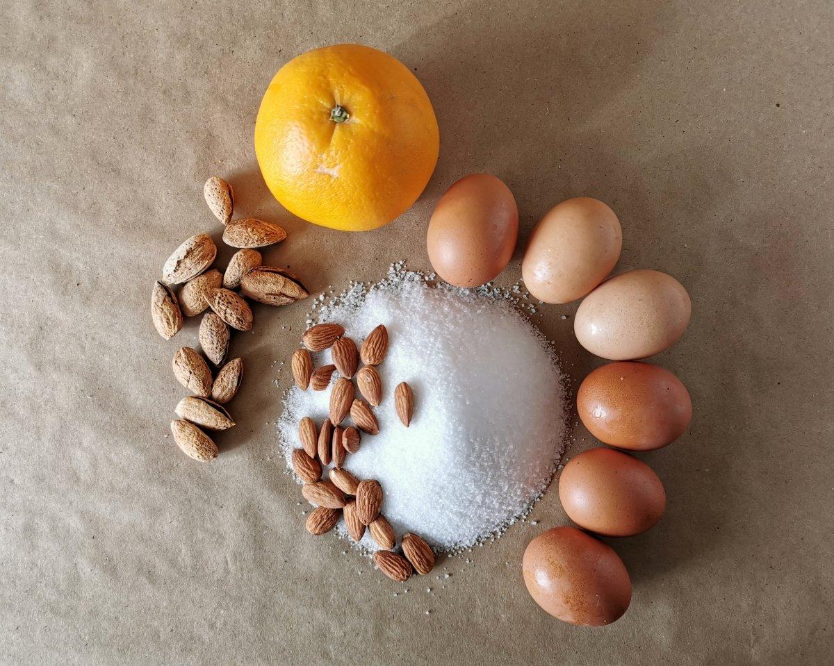 Los ingredientes para el Bizcocho de naranja y almendra