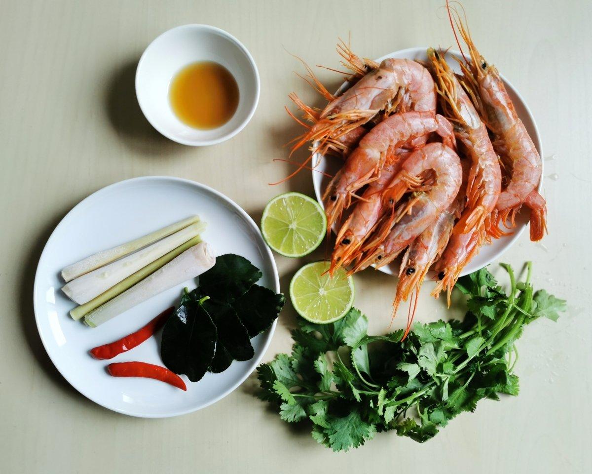Los ingredientes para el Tom yam Kum