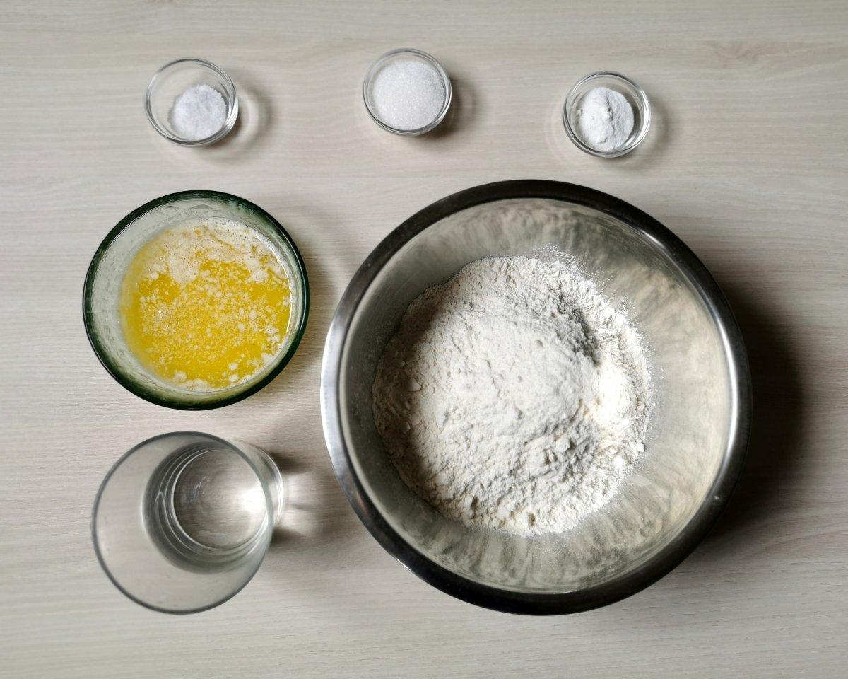 Los ingredientes para elaborar pan lavash.