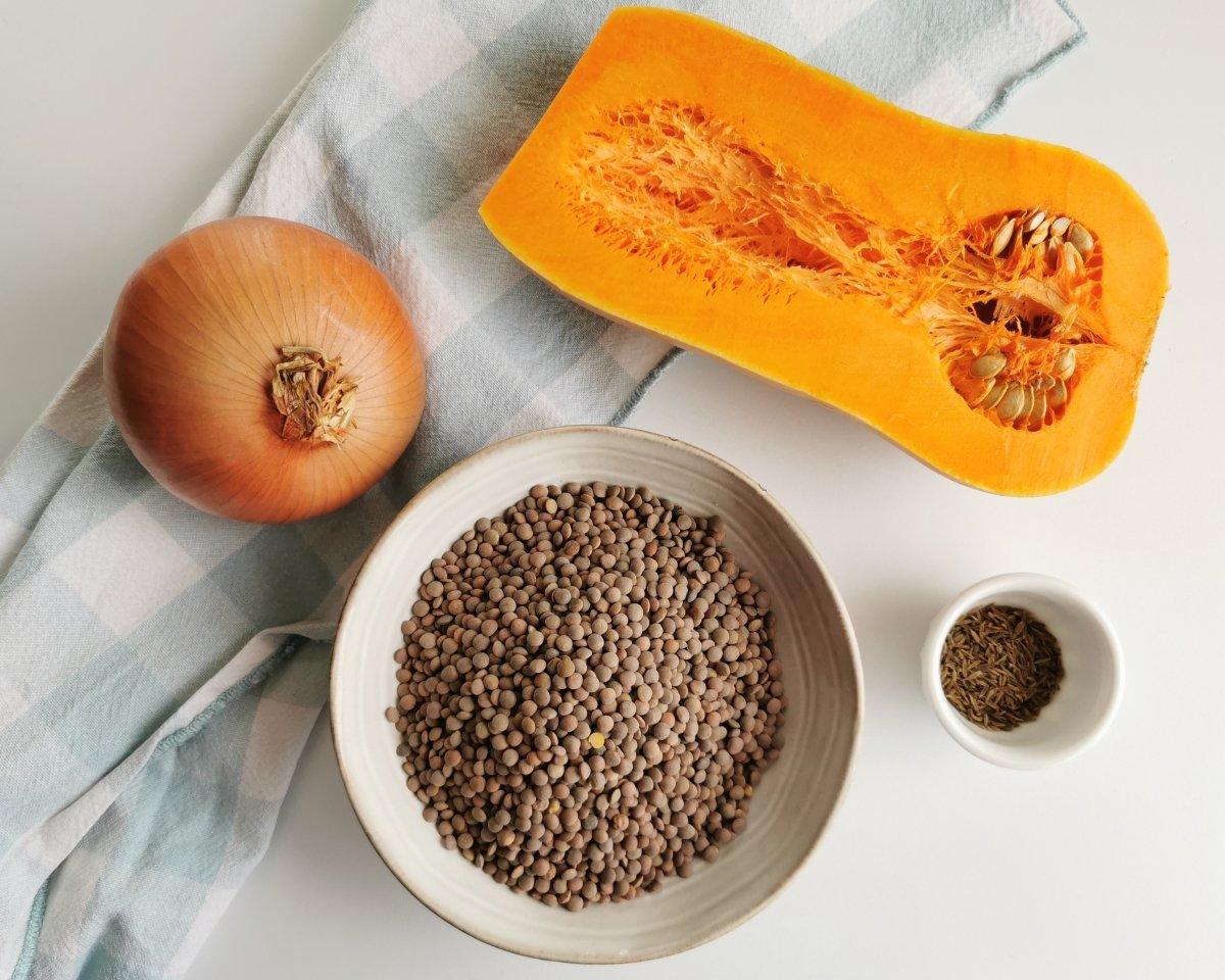 Los ingredientes para las lentejas con calabaza