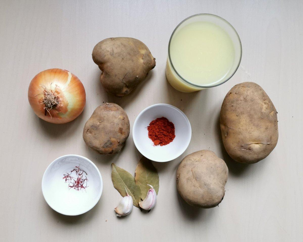Los ingredientes para las patatas viudas