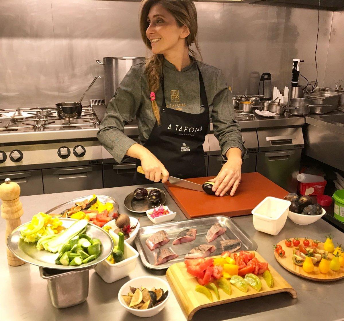 Lucía Freitas, chef de A Tafona, en la cocina