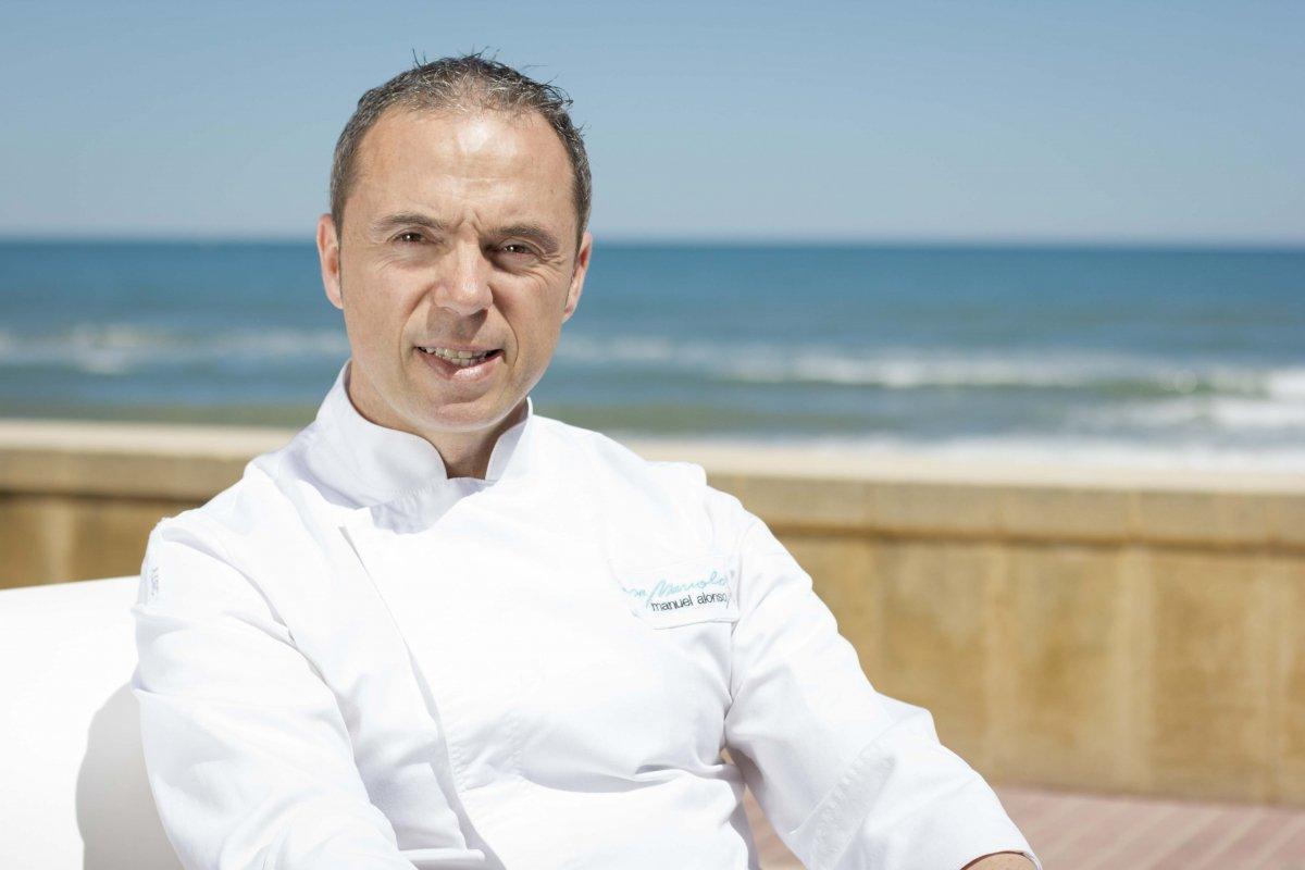 Manuel Alonso frente al mar
