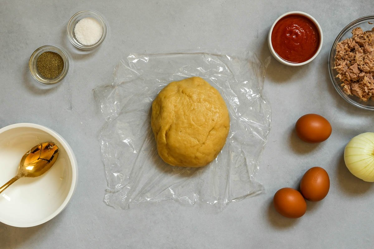 Masa de empanadillas lista para reposar