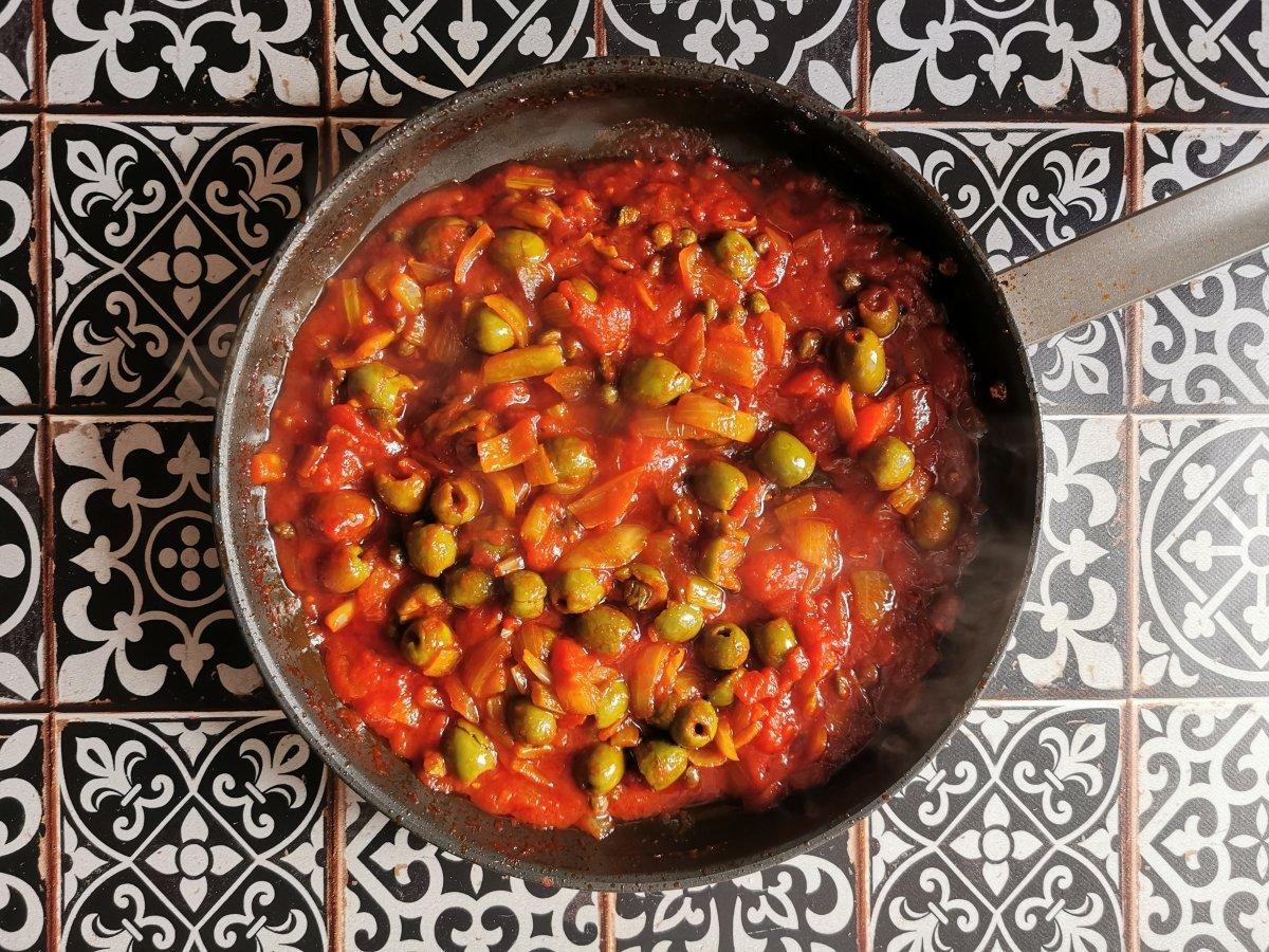 Mezclar bien y dejar cocinar hasta que la salsa esté bien espesa y brillante