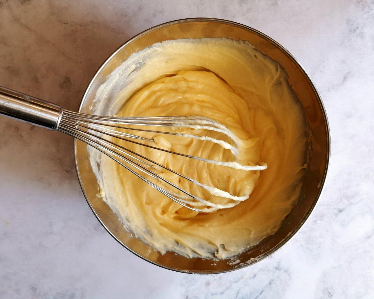 Mezclar la crema fría para soltarla.
