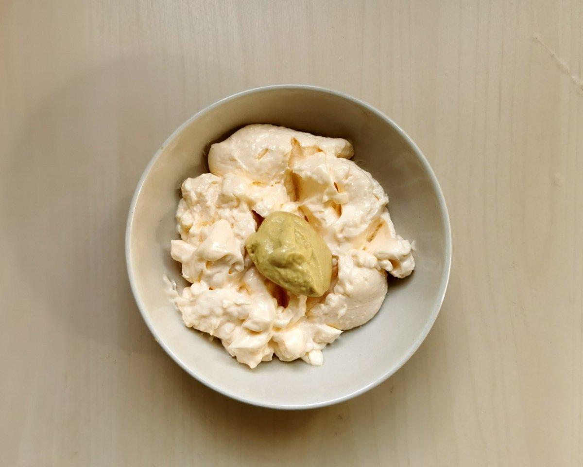 Mezclar la mayonesa con la mostaza
