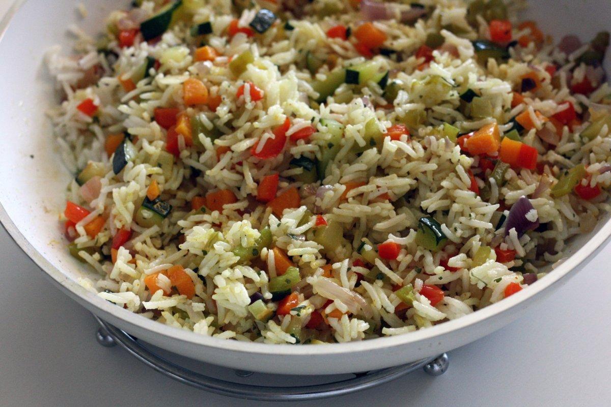 Mezclar las verduras con el arroz