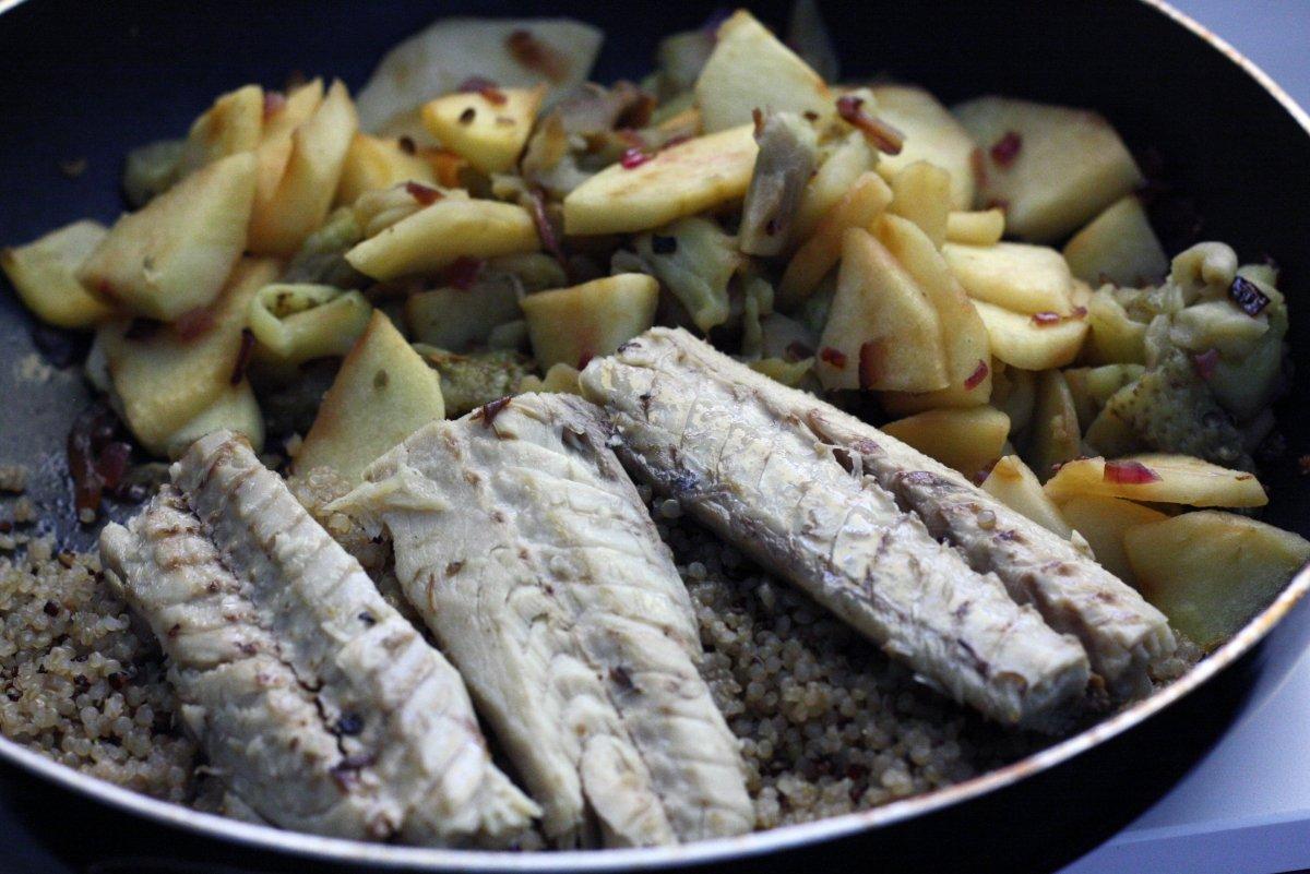 Mezclar quinoa y manzana