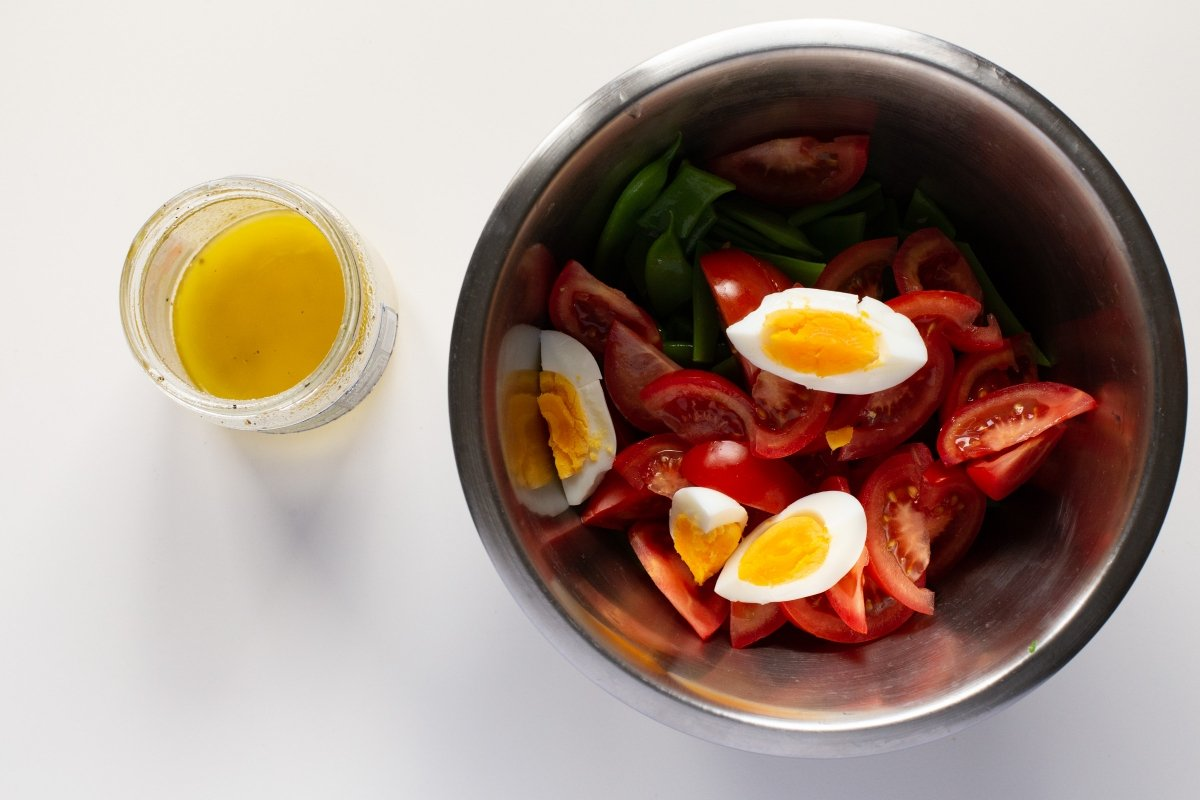 Mezclar todos los ingredientes de la ensalada
