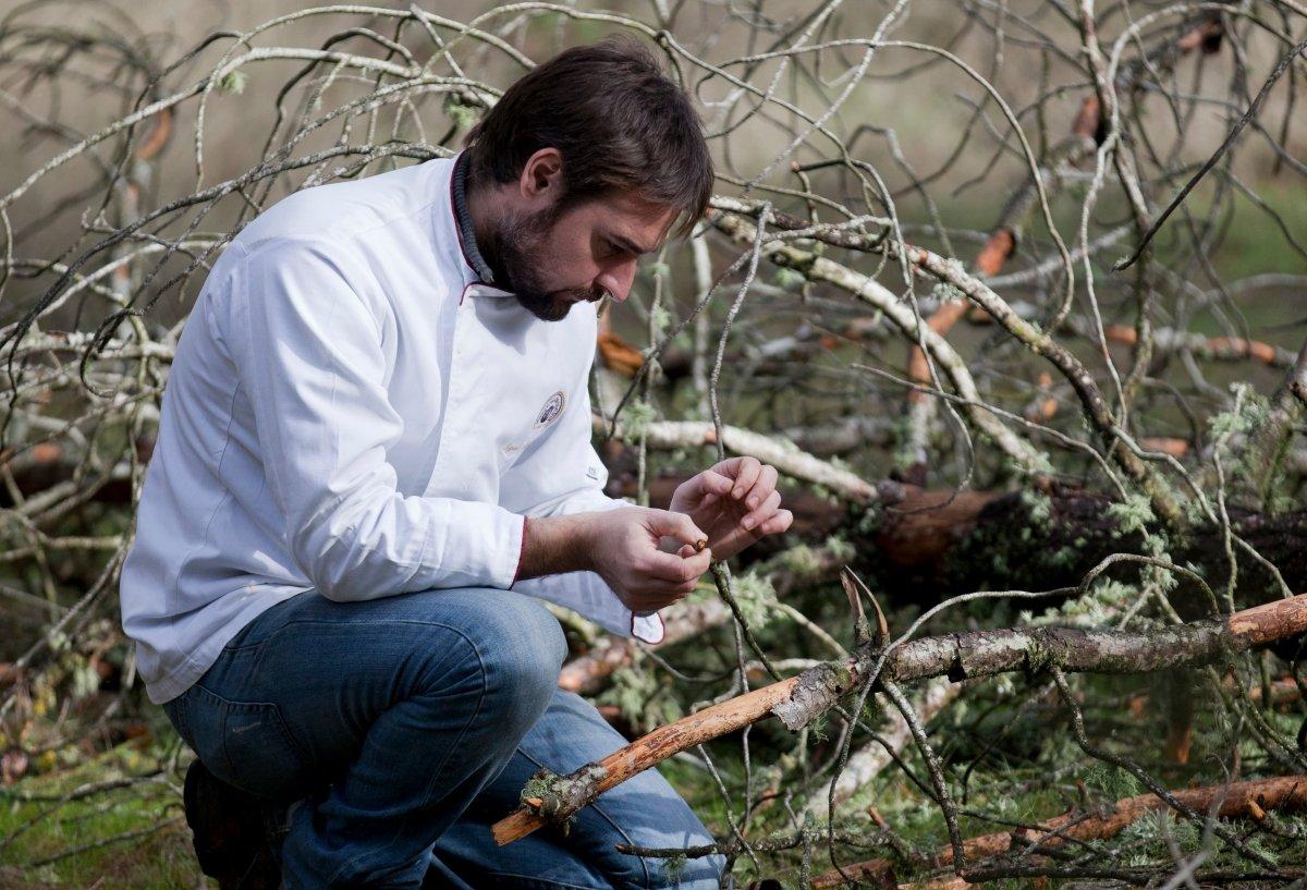 Miguel Ángel de la Cruz en el bosque
