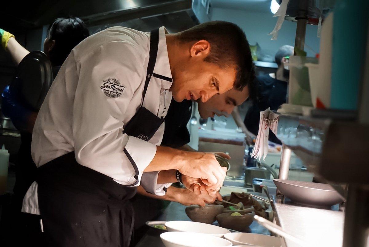 Miguel Cobo en la cocina de COBO vintage