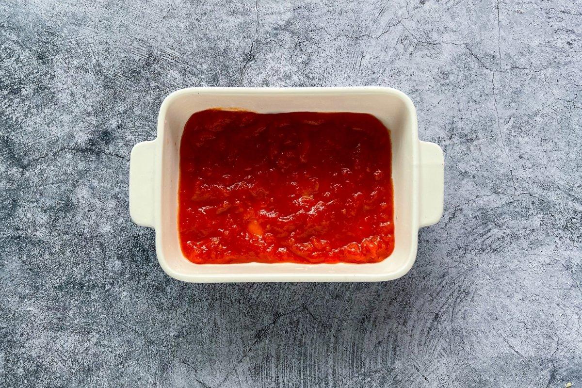 Molde para lasaña con tomate frito