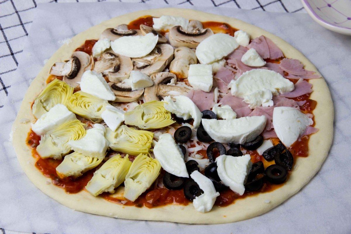 Montaje de la pizza cuatro estaciones 02